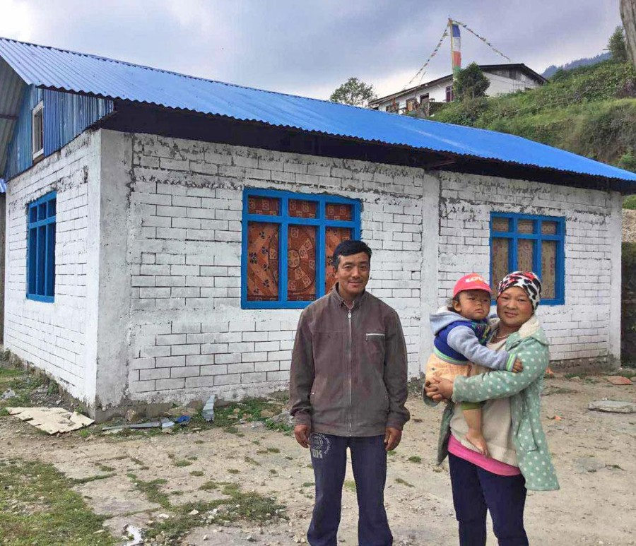 Lakpa Sherpa with his wife and son